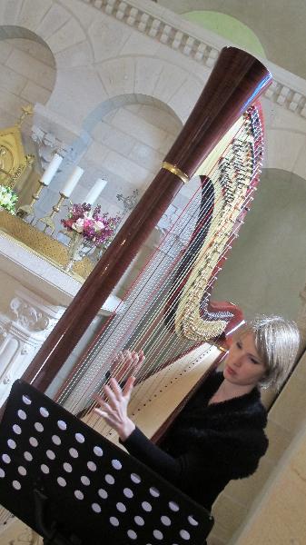 120504_caz_ld0012_ceremony-harpist