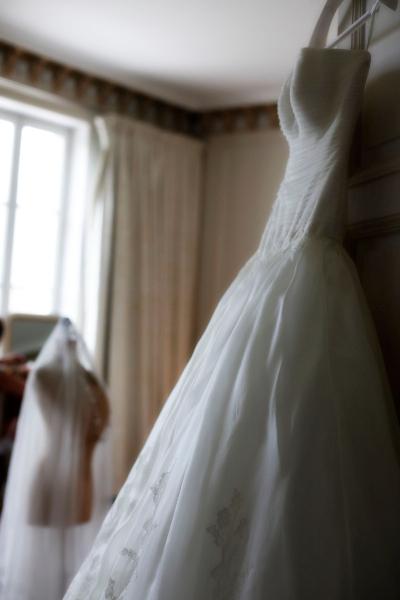 1207_myr_bride-dress-veil_ld