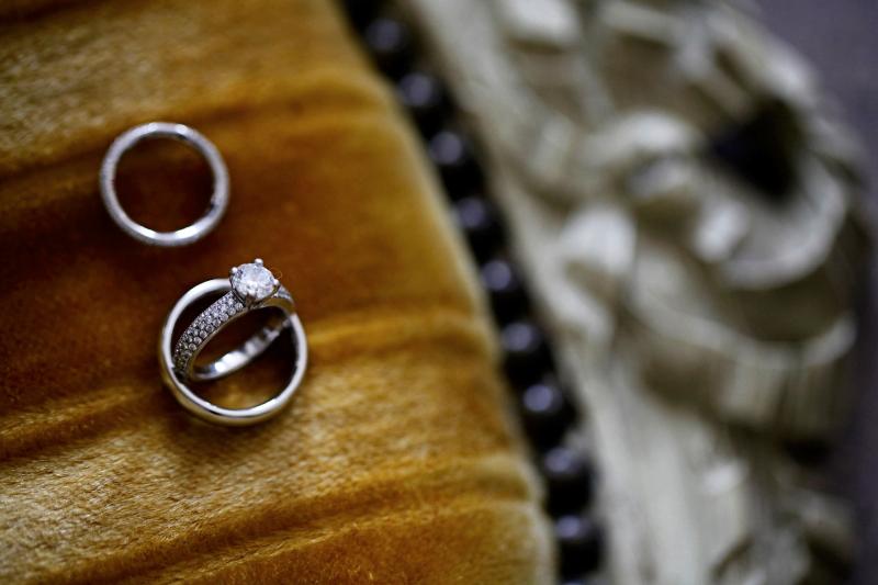 1207_myr_bride-rings_ld