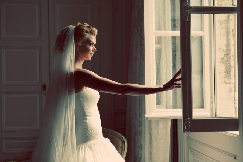 1207_myr_bride_at-window_ld