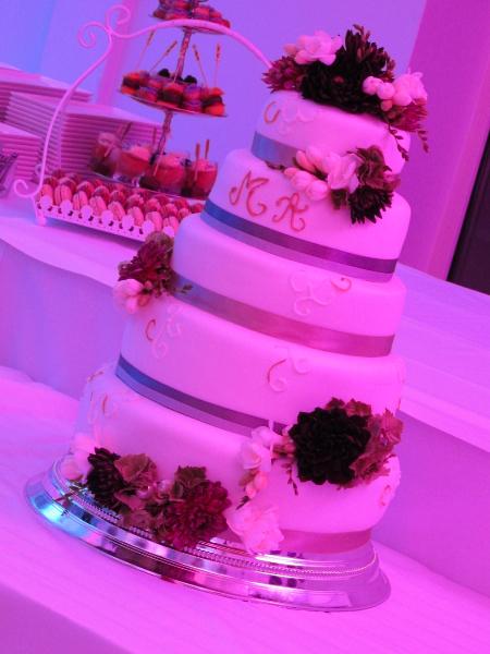 1207_myr_dinner_wedding-cake_ld