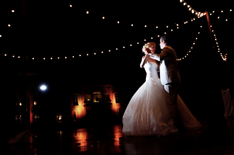 1207_myr_night-couple-dancing_ld